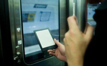 通勤時使用電子書閱讀器非常輕鬆,也幫助自己多讀很多書